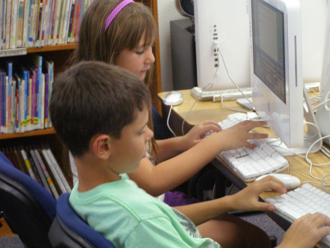 Apple Valley Christian School Photo #1 - Elementary Computer Class
