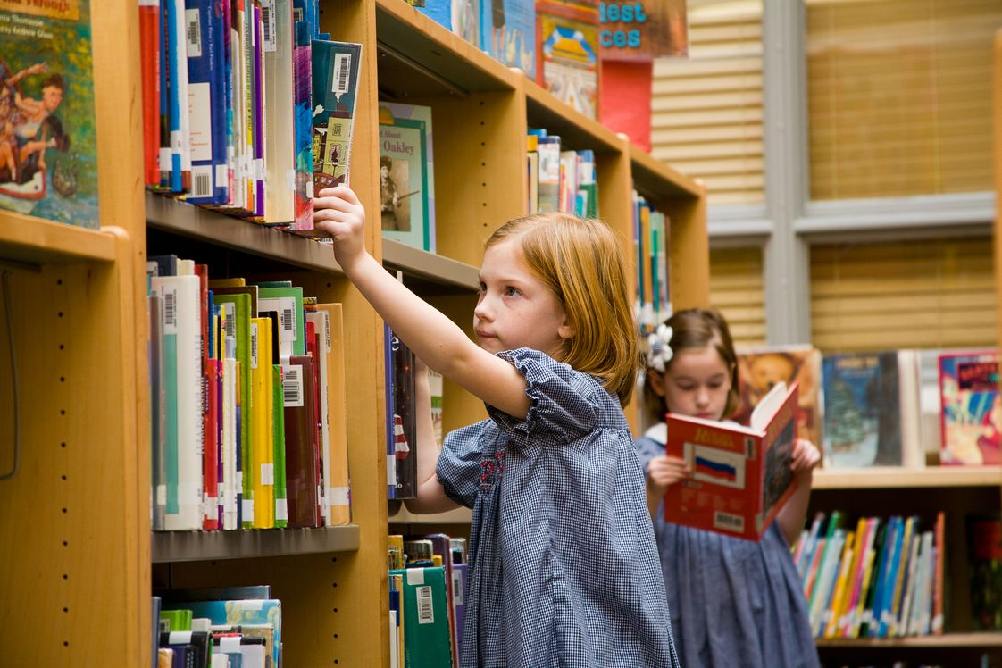 Academy Of The Sacred Heart Photo - Kindergarten girls in the library.