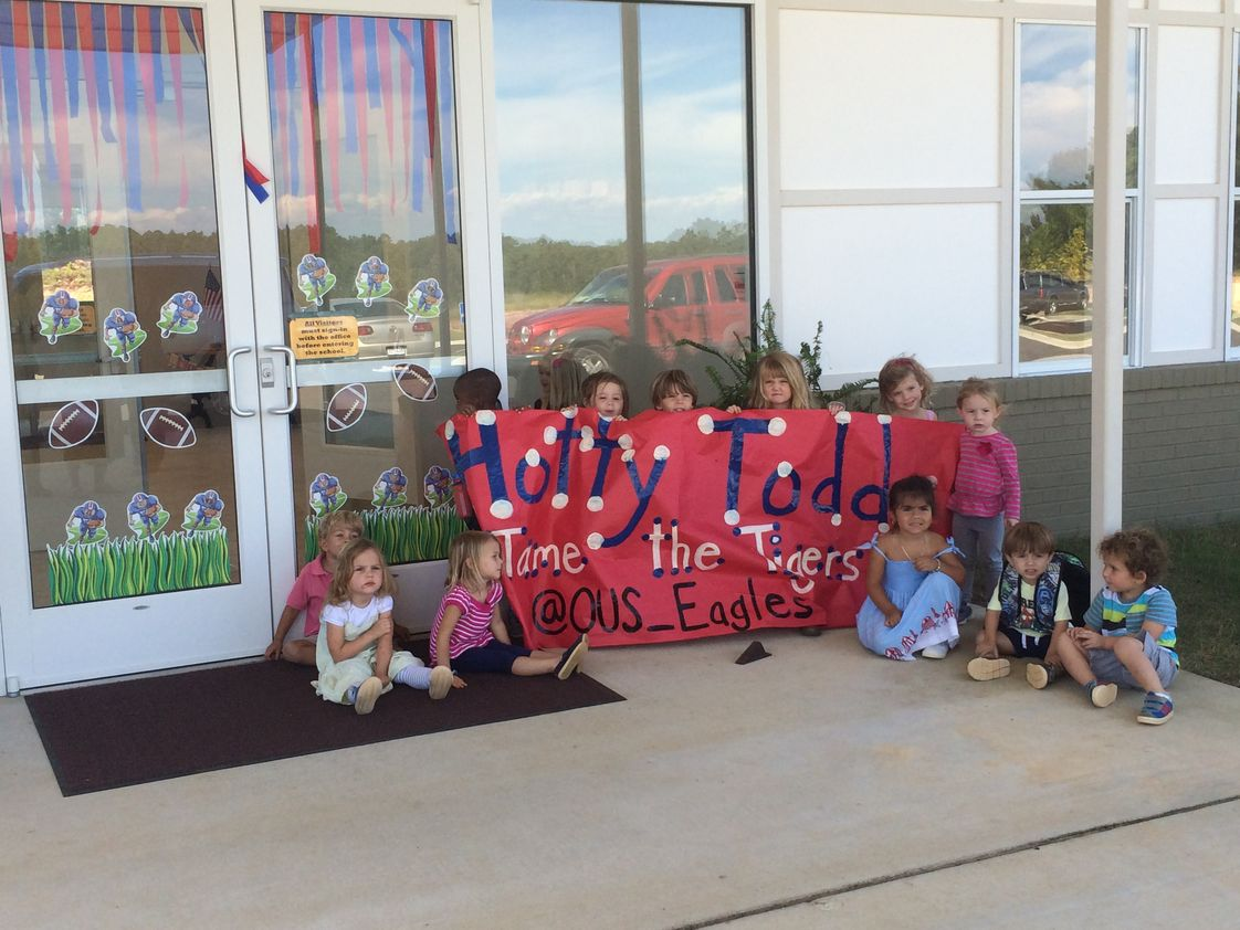 Oxford University School Photo - LOU Chamber of Commerce Window Decorating contest