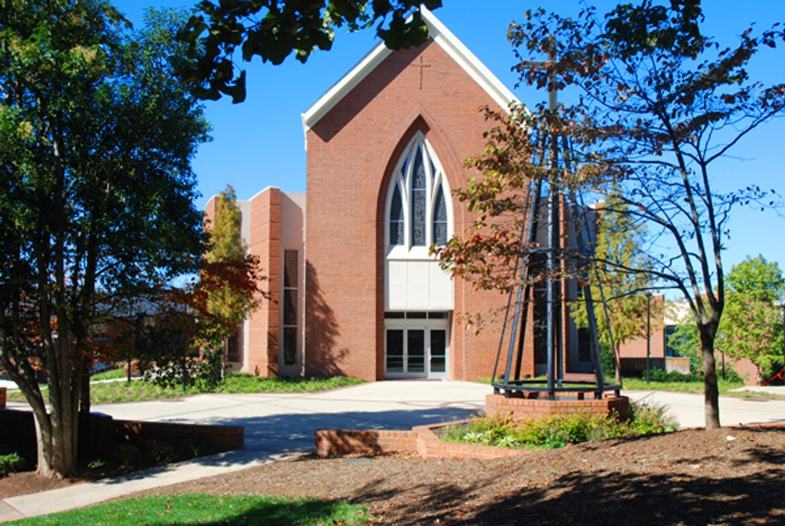 Christ Church Episcopal School Photo #1 - CCES students attend weekly chapel services offered in the Episcopal tradition, but the school welcomes students of all faiths.