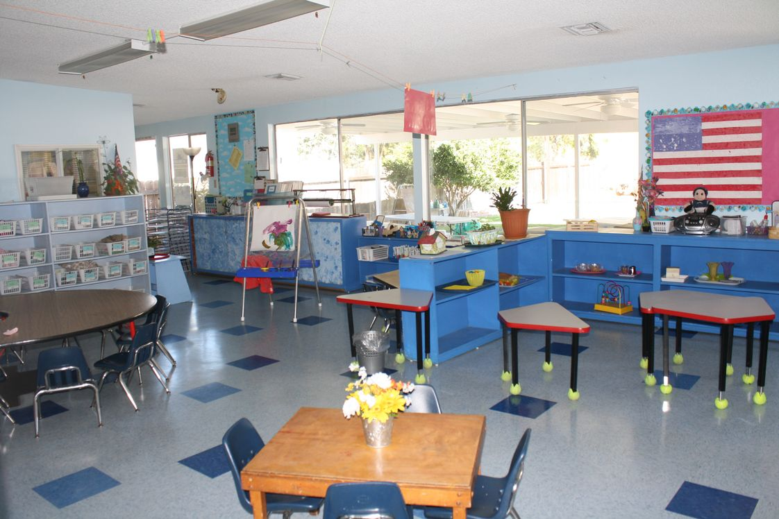 Montessori Discovery School Photo #1 - Art & Practical Life room