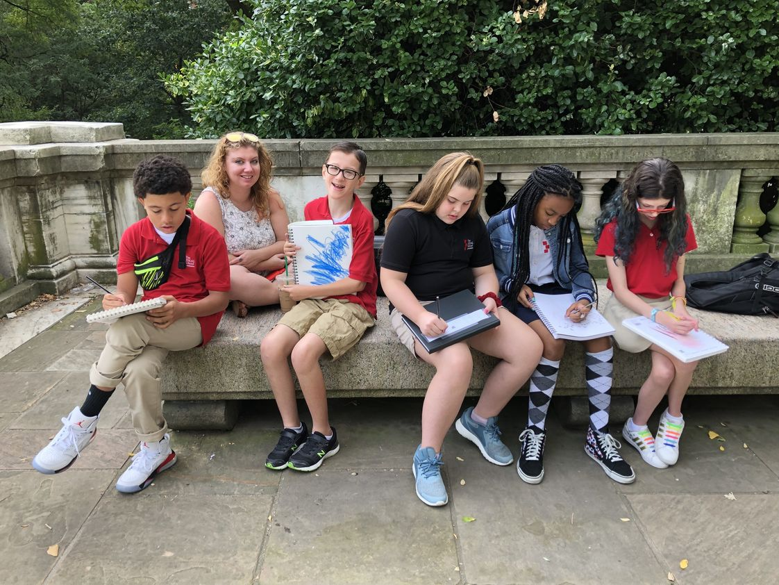 The IDEAL School of Manhattan Photo - Upper School students take their sketchbooks to Riverside Park for their visual art class.