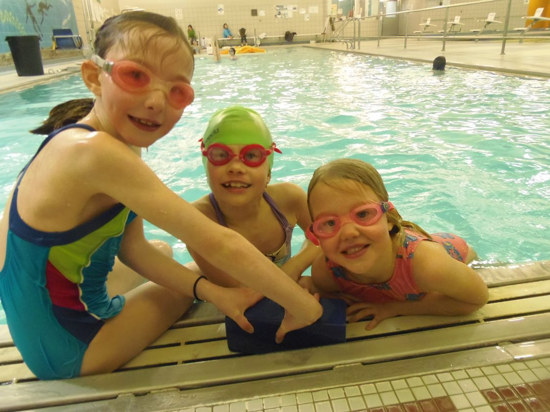 French School of Maine - L'Ecole Francaise du Maine Photo - Beginning in preschool, our weekly swim program at the Casco Bay YMCA is a highlight of our physical education program